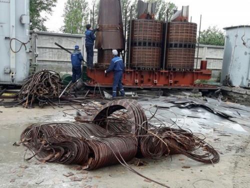 В Переволоцком районе здешние обитатели разобрали на металл трансформаторную подстанцию